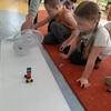 Kodowanie na dywanie z klockami LEGO