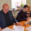 Podpisanie umów na remont placu przy Zs2